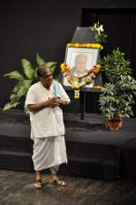 Anjan Shrivastav at A K Hangal_s prayer meet in Juhu, Mumbai on 27th Aug 2012 (23).JPG