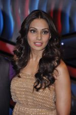 Bipasha Basu on the sets of Lil Masters in Famous Studio on 28th Aug 2012 (42).JPG