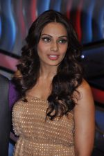 Bipasha Basu on the sets of Lil Masters in Famous Studio on 28th Aug 2012 (43).JPG