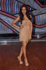 Bipasha Basu on the sets of Lil Masters in Famous Studio on 28th Aug 2012 (47).JPG