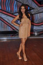 Bipasha Basu on the sets of Lil Masters in Famous Studio on 28th Aug 2012 (48).JPG