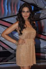 Bipasha Basu on the sets of Lil Masters in Famous Studio on 28th Aug 2012 (49).JPG