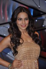 Bipasha Basu on the sets of Lil Masters in Famous Studio on 28th Aug 2012 (50).JPG