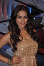 Bipasha Basu on the sets of Lil Masters in Famous Studio on 28th Aug 2012 (51).JPG
