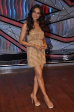 Bipasha Basu on the sets of Lil Masters in Famous Studio on 28th Aug 2012 (52).JPG