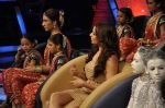 Bipasha Basu on the sets of Lil Masters in Famous Studio on 28th Aug 2012 (17).JPG