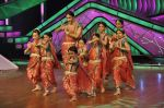 Bipasha Basu on the sets of Lil Masters in Famous Studio on 28th Aug 2012 (18).JPG