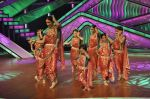Bipasha Basu on the sets of Lil Masters in Famous Studio on 28th Aug 2012 (20).JPG