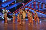 Bipasha Basu on the sets of Lil Masters in Famous Studio on 28th Aug 2012 (26).JPG