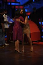 Bipasha Basu, Farah Khan on the sets of Lil Masters in Famous Studio on 28th Aug 2012 (59).JPG