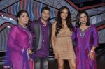 Bipasha Basu, Farah Khan, Geeta Kapoor on the sets of Lil Masters in Famous Studio on 28th Aug 2012 (70).JPG