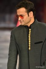 Rohit Roy walks the ramp for Manish Malhotra Designs at Mijwan Sonnets in Fabric 2012 in Grand Hyatt, Mumbai on 3rd Sept 2012 (54).JPG