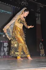 Sheena Chohan performing at the Bollywood musical stage show in Nehru Center,Mumbai on 1st Sept 2012 (3).JPG
