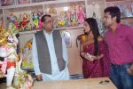 Deepika Samson, Shoaib Ibrahim with Paresh Rawal sells Ganesh idols for the promotion of his film Oh My God on 7th Sept 2012 (61).JPG