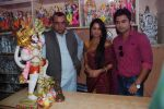 Deepika Samson, Shoaib Ibrahim with Paresh Rawal sells Ganesh idols for the promotion of his film Oh My God on 7th Sept 2012 (68).JPG