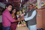 Deepika Samson, Shoaib Ibrahim with Paresh Rawal sells Ganesh idols for the promotion of his film Oh My God on 7th Sept 2012 (71).JPG