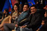 Kareena Kapoor, Madhur BHandarkar, Mithun Chakraborty on the sets of Zee Dance Ke Superstar in Famous on 10th Sept 2012 (1).JPG