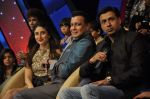 Kareena Kapoor, Madhur BHandarkar, Mithun Chakraborty on the sets of Zee Dance Ke Superstar in Famous on 10th Sept 2012 (108).JPG