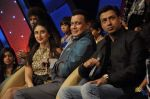 Kareena Kapoor, Madhur BHandarkar, Mithun Chakraborty on the sets of Zee Dance Ke Superstar in Famous on 10th Sept 2012 (109).JPG