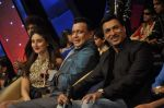 Kareena Kapoor, Madhur BHandarkar, Mithun Chakraborty on the sets of Zee Dance Ke Superstar in Famous on 10th Sept 2012 (110).JPG