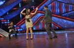 Kareena Kapoor, Mithun Chakraborty on the sets of Zee Dance Ke Superstar in Famous on 10th Sept 2012 (100).JPG