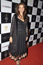 Diana Hayden at JJ Valaya grand finale show at Aamby Valley India Bridal Fashion Week 2012 Day 5 in Mumbai on 17th Sept 2012 (97).JPG