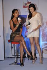 Lisa Haydon, Karishma Kotak at Kingfisher calendar hunt press meet in Mumbai on 20th Sept 2012 (145).JPG