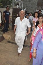 Yash Chopra at Hrithik Roshan_s Ganpati Visarjan on 20th Sept 2012 (28).JPG