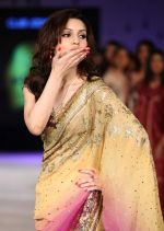 Debi Dutta walk the ramp for Designer Raghavendra Rathore at Blenders Pride Fashion Tour Kolkata Day 1 on 22nd Sept 2012 (4).JPG