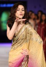 Debi Dutta walk the ramp for Designer Raghavendra Rathore at Blenders Pride Fashion Tour Kolkata Day 1 on 22nd Sept 2012 (5).JPG