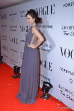 Evelyn Sharma at Vogue_s 5th Anniversary bash in Trident, Mumbai on 22nd Sept 2012 (214).JPG