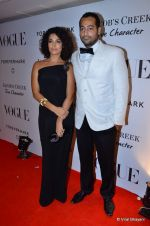 at Vogue_s 5th Anniversary bash in Trident, Mumbai on 22nd Sept 2012 (176).JPG