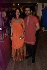 Shraddha Nigam, Mayank Anand at Shraddha and Mayank showcase in Atosa, Mumbai on 24th Sept 2012 (6).JPG