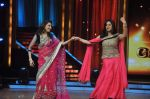 Madhuri Dixit, Sridevi promotes English Vinglish on Jhalak Dikhhla Jaa in Mumbai on 25th Sept 2012 (66).JPG