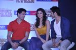 Varun Dhawan, Sidharth Malhotra, Alia Bhatt at Student of the year tie up with Aircel in Taj Hotel, Mumbai on 26th Sept 2012 (11).JPG
