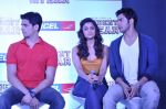 Varun Dhawan, Sidharth Malhotra, Alia Bhatt at Student of the year tie up with Aircel in Taj Hotel, Mumbai on 26th Sept 2012 (17).JPG