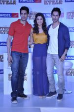 Varun Dhawan, Sidharth Malhotra, Alia Bhatt at Student of the year tie up with Aircel in Taj Hotel, Mumbai on 26th Sept 2012 (19).JPG