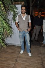 Aman Verma at the completion of 100 episodes in Afsar Bitiya on Zee TV by Raakesh Paswan in Sky Lounge, Juhu, Mumbai on 28th Sept 2012 (63).JPG