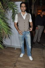 Aman Verma at the completion of 100 episodes in Afsar Bitiya on Zee TV by Raakesh Paswan in Sky Lounge, Juhu, Mumbai on 28th Sept 2012 (64).JPG