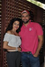 Chetan Hansraj at the Launch of Shatranj Napoli and Polpo Cafe & Bar in Bandra, Mumbai on 30th Sept 2012 (46).JPG