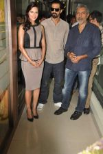 Arjun Rampal, Esha Gupta, Prakash Jha at the Audio release of Chakravyuh on 92.7 BIG FM on 3rd oct 2012 (30).JPG