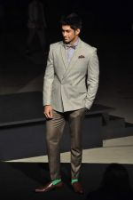 at Van Heusen launch in Mumbai on 3rd Oct 2012 (40).JPG