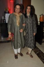Anup Jalota at Anu and Sashi Ranjan_s wedding anniversary in J W Marriott on 4th Oct 2012 (3).JPG
