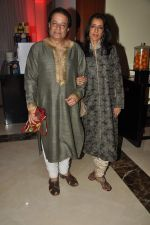 Anup Jalota at Anu and Sashi Ranjan_s wedding anniversary in J W Marriott on 4th Oct 2012 (4).JPG
