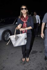 Gauri Khan snapped at airport in Mumbai on 5th Oct 2012 (10).JPG