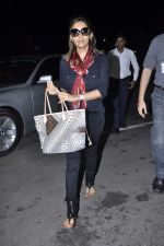 Gauri Khan snapped at airport in Mumbai on 5th Oct 2012 (9).JPG