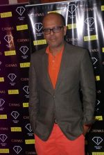 Narendra Kumar at Narendra Kumar showcases bridal collection at Fbar on 4th Oct 2012 (49).JPG