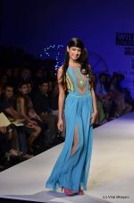Sarah Jane Dias walk the ramp for Surily Goel Show at Wills Lifestyle India Fashion Week 2012 day 1 on 6th Oct 2012 (25).JPG