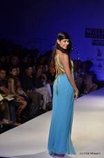 Sarah Jane Dias walk the ramp for Surily Goel Show at Wills Lifestyle India Fashion Week 2012 day 1 on 6th Oct 2012 (26).JPG