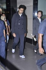 Abhishek Bachchan returns to Mumbai, Big B and Ash come to receive on 6th Oct 2012 (2).JPG